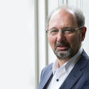 Профессор Ричард Саква